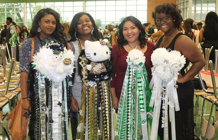Texas Sized Mums A Homecoming Tradition The Colt